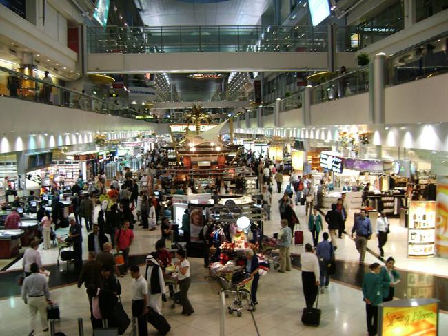 Путешественники хотят спать и смотреть кино в аэропортах.