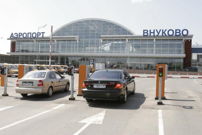 ...минуя многокилометровые пробки, простаивание в... По пассажирообороту аэропорт Внуково занимает в Рф третье место.