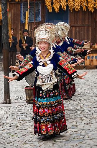 Женский национальный костюм китая